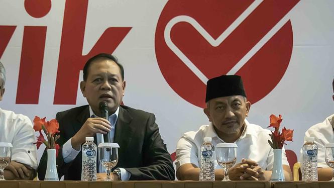 Calon Gubernur dan Calon Wakil Gubernur Provinsi Jawa Barat nomor urut tiga  Sudrajat (kiri)-Ahmad Syaikhu (kanan)