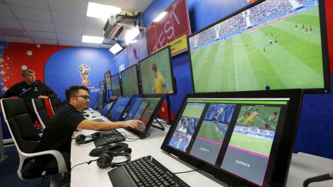 Teknologi Video Assistant Referee (VAR) di Piala Dunia 2018