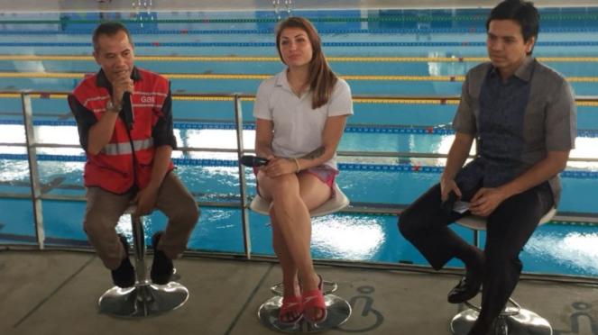 Pelatih renang Timnas Indonesia asal Ukraina, Duniak Ksenia (tengah).