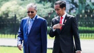 Pertemuan Presiden Joko Widodo dengan Perdana Menteri Malaysia, Mahathir Mohamad, beberapa waktu silam.