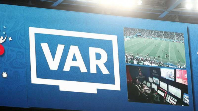 Teknologi Video Assistant Referee (VAR) di Piala Dunia 2018.