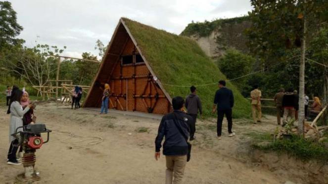 Rumah Rumput Ngarai Sianok