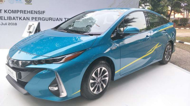 Mobil hibrida Toyota Prius Hybrid