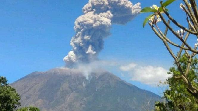 Gunung Agung di Kabupaten Karangasem, Bali.