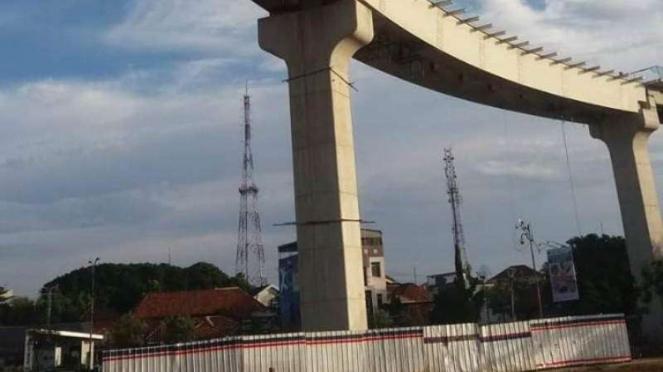 Steel Box Girder LRT Palembang Produksi PT Bakrie Metal Industries