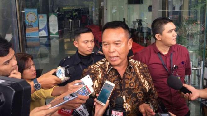 Mantan Wakil Ketua Komisi I DPR RI, TB Hasanuddin merampungkan pemeriksaan di kantor KPK, Kamis, 5 Juli 2018.