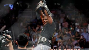 Juara kelas berat UFC, Daniel Cormier