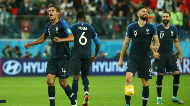 Para pemain Prancis merayakan kelolosan ke final Piala Dunia 2018