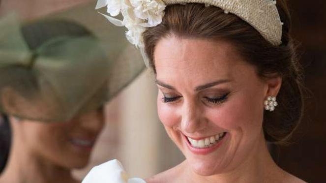 Kate Middleton saat pembaptisan Prince Louis.