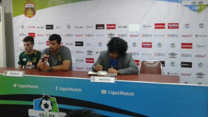 Pelatih Persebaya Surabaya, Angel Alfredo Vera, dan Robertino Pugliara