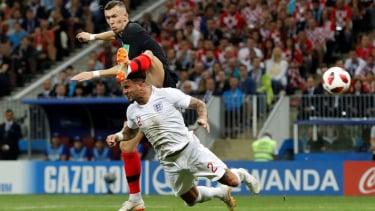 Pemain Kroasia, Ivan Perisic mencetak gol ke gawang Inggris