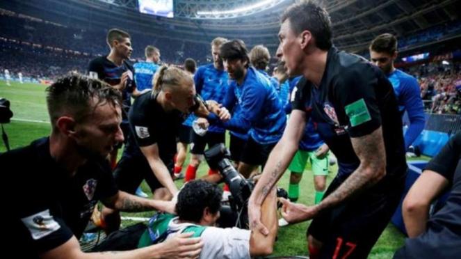 Yuri Cortez, fotografer korban selebrasi pemain Kroasia.