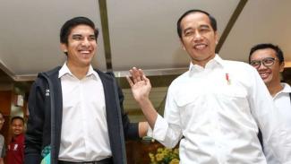 Presiden Joko Widodo berbincang dengan Menteri Pemuda dan Olahraga Malaysia, Syed Saddiq, beberapa waktu lalu.