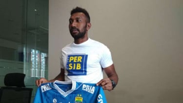 Patrich Wanggai berkostum Persib Bandung.