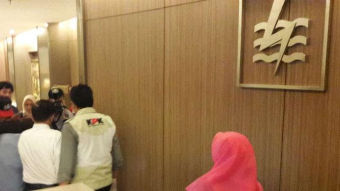 Geledah Kantor PLN, Tim Penyidik KPK Tanyakan Daftar Tamu beberapa waktu lalu.