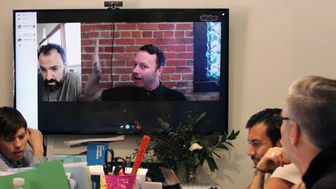 Komunikasi menggunakan Skype versi desktop