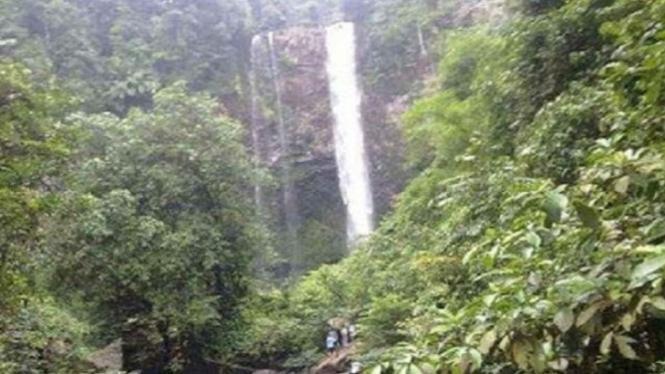 Air terjun misterius di Kalimantan.