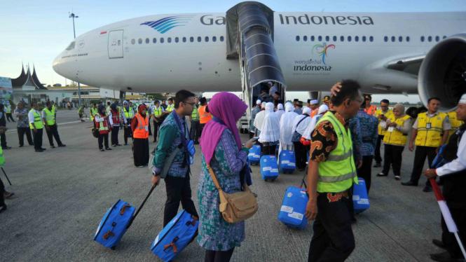 Pemberangkatan calon jemaah haji kloter pertama Indonesia
