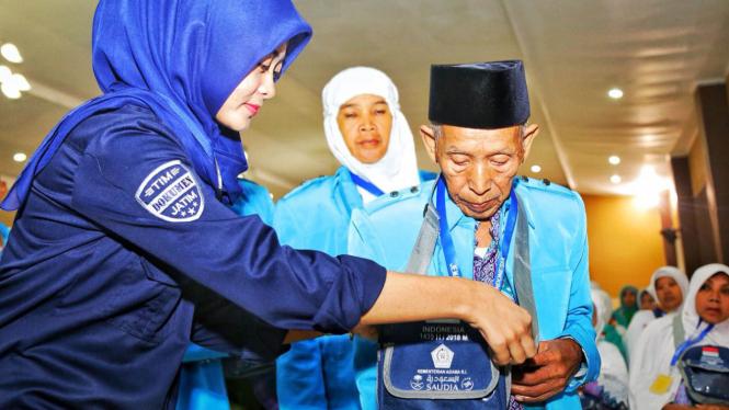 Pemberangkatan perdana jemaah calon haji Embarkasi Surabaya