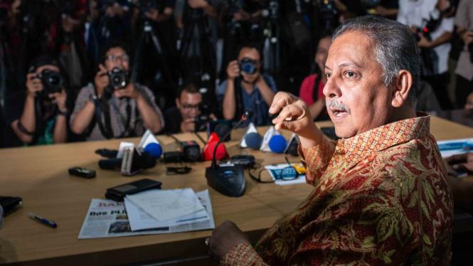 Direktur Utama PLN Sofyan Basir memberikan keterangan pers