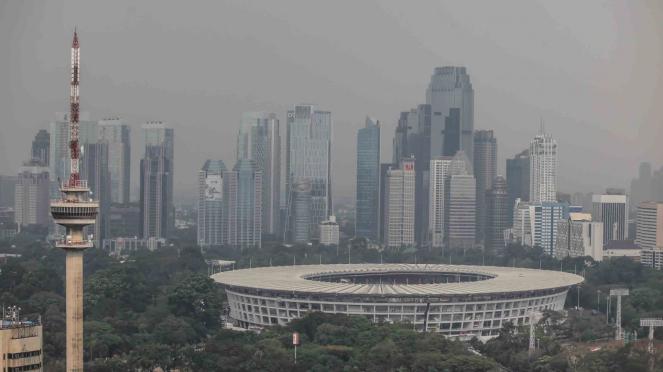 Kondisi udara di Ibukota DKI Jakarta dengan latar belakang Gelora Bung Karno (GBK) di Jakarta