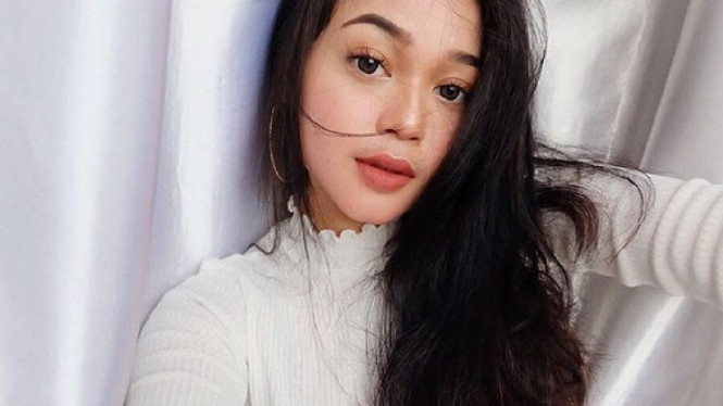 Cecillia Gina, putri Limbad