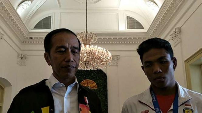 Presiden Republik Indonesia, Joko Widodo bersama Lalu Muhammad Zohri.