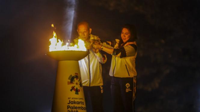 Prosesi penyatuan api obor Asian Games di Candi Prambanan