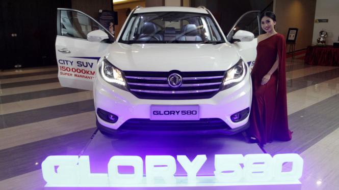 Agnez Mo Meriahkan Peluncuran SUV Glory 580