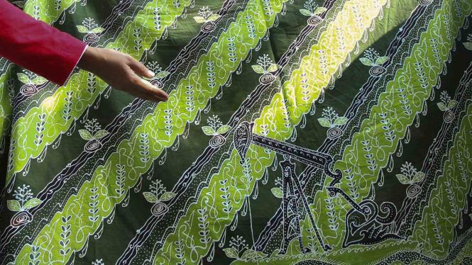 Batik Motif Pompa Minyak Khas Cepu