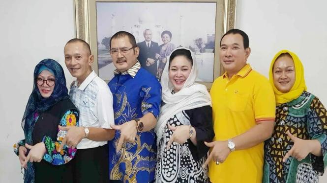 Anak-anak mendiang Presiden Soeharto yang populer dengan sebutan Keluarga Cendana.