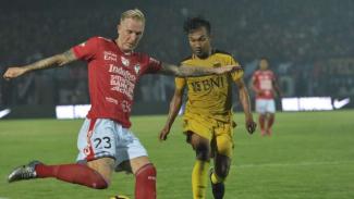 Duel Bali United vs Bhayangkara FC.