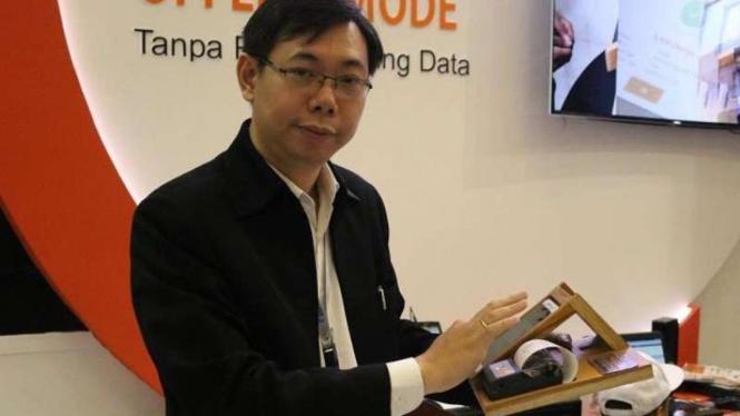 Direktur PT Omega Teknologi Indonesia, Ong Pendopo Winoto dengan aplikasi Hybrid Cloud.