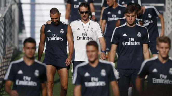 Pelatih Real Madrid, Julen Lopetegui bersama para pemain.