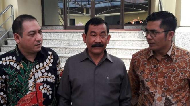 Mantan Danjen Kopassus Mayjen Purn Soenarko (tengah).