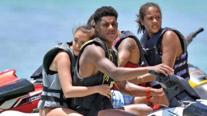 Marcus Rashford bersama kekasih Lucia Loi liburan.