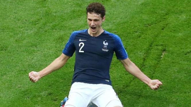 Selebrasi Pemain Prancis, Benjami Pavard Usai Mencetak Gol ke Gawang Argentina.