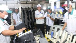 Presiden Direktur TMMIN Warih Andang Tjahjono (tengah).
