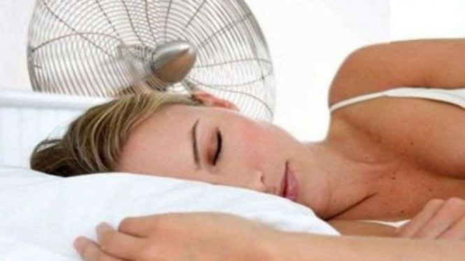 Tidur dengan kipas angin