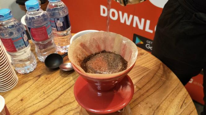Menyeduh kopi