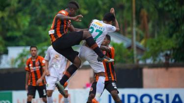 Pertandingan Perseru Serui vs Persebaya Surabaya