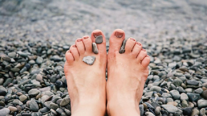 Ilustrasi kaki/kesemutan/varises/ asam urat