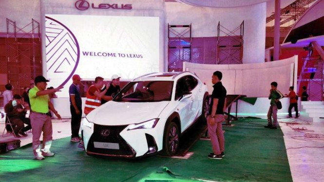 Lexus UX Hybrid di GIIAS 2018