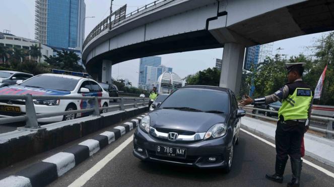 Penindakan pelanggar di kawasan perluasan ganjil-genap Jakarta