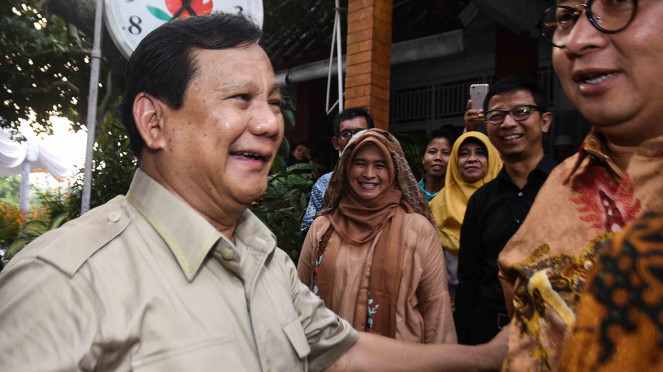Ketua Umum Partai Gerindra, Prabowo Subianto (kiri)