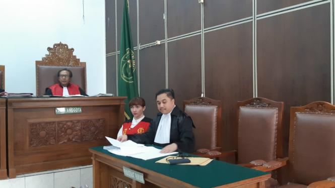 Roro Fitria saat menghadiri sidang di Pengadilan Agama Jakarta Selatan, Kamis, 2 Agustus 2018.