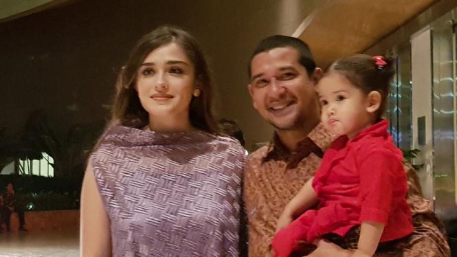 Yasmine Wildblood, suami dan anak