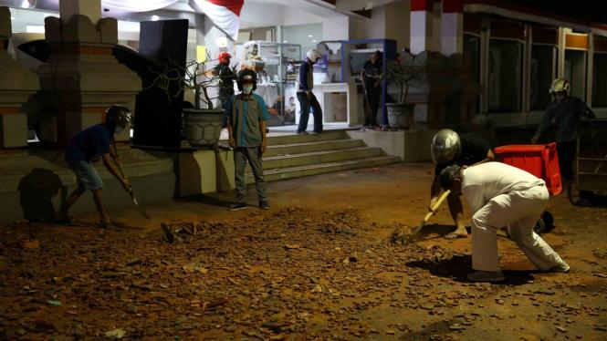 Kerusakan bangunan di Bali akibat gempa bumi di Lombok