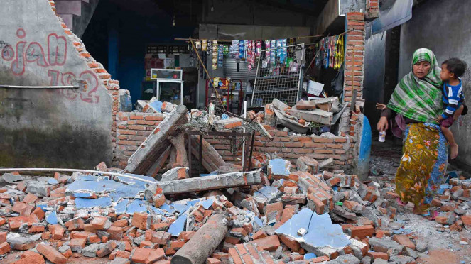 Kerusakan bangunan akibat gempa bumi di Lombok