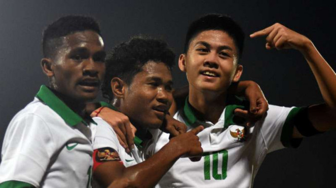 Pemain Timnas Indonesia U-16 rayakan gol Amiruddin Bagus Kahfi.